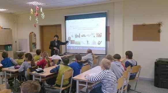 Mārupes pamatskolā 23. septembrī 4 klašu skolnieki tika iepazīstināti ar kompostēšanas iespējām mājsaimniecībās un bioloģiski sadalāmu atkritumu atšķirošanas pamatiem